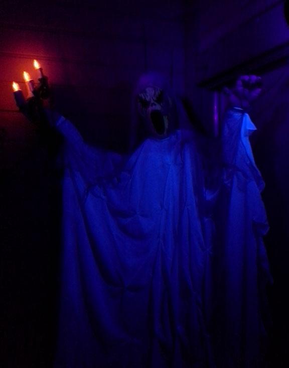 door_ghost_2014